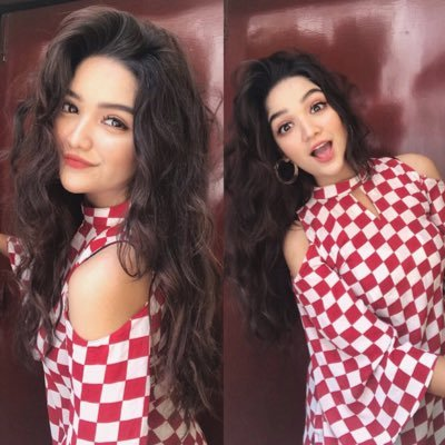 romaisa khan leaked pictures 5